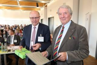Goldene Ehrennadel für Peter Schuler aus Waldsee